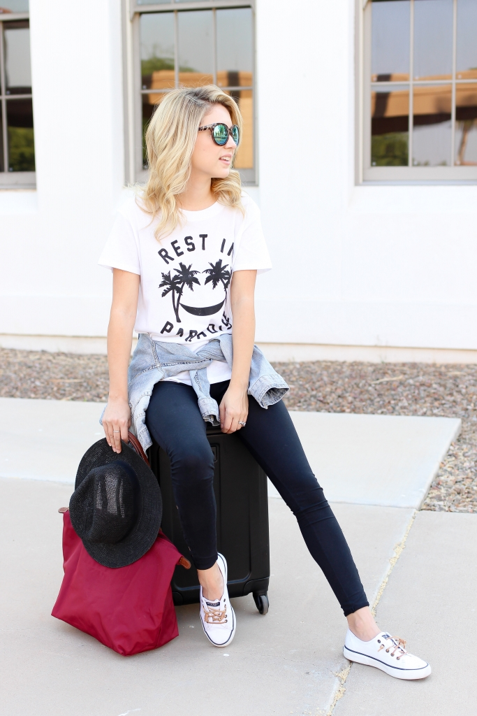 travel outfit - legging style - travel blogger - travel