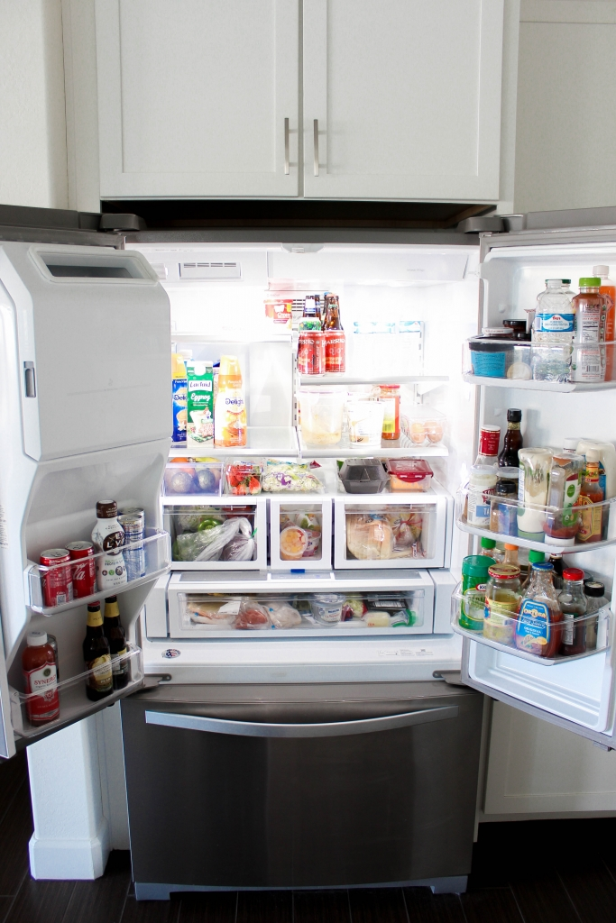 Arizona lifestyle blogger shares the best way to organize your refrigerator with a few tips