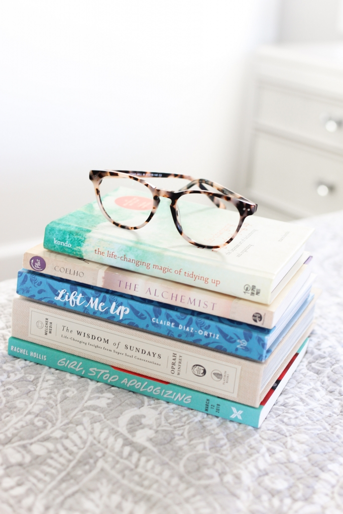 lifestyle blogger shares 5 inspirational books to read in 2019 featuring rachel hollis | oprah and more