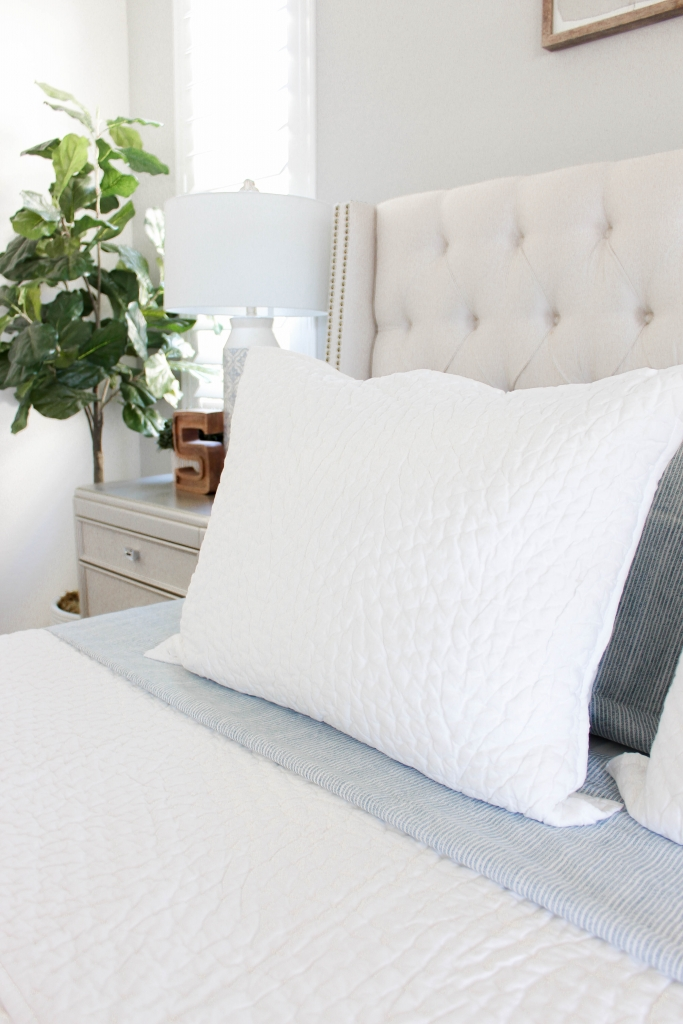 white quilt bedding