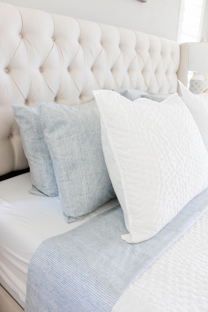white and blue bedroom bedding ideas