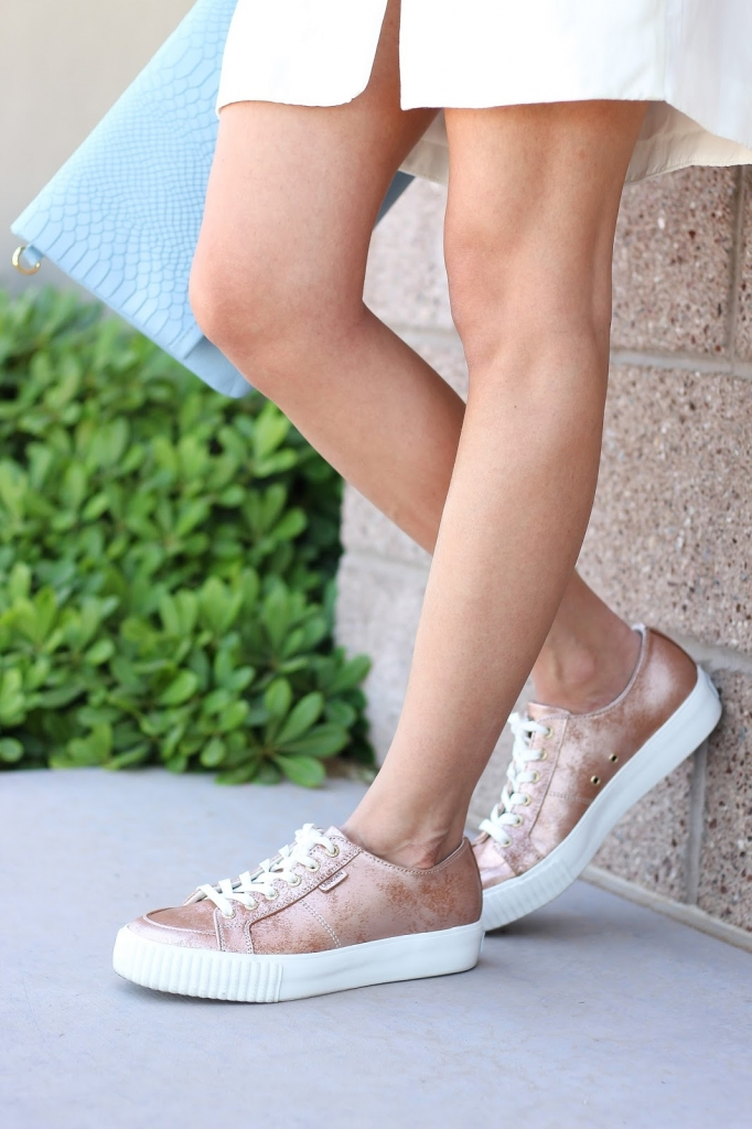 Unnown footwear