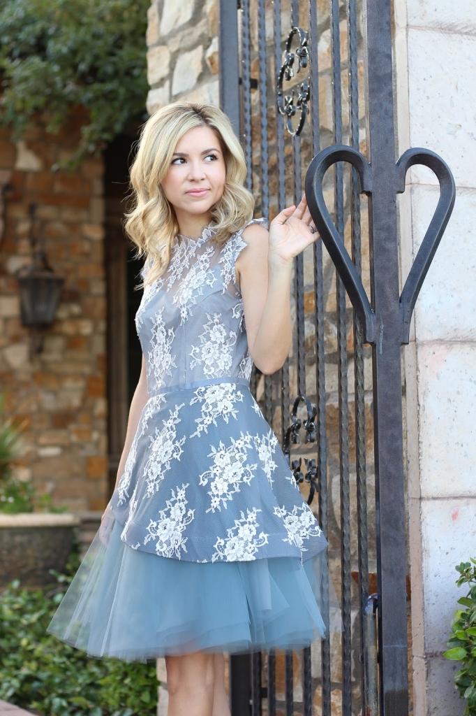 Details - lace - tulle - blue dress