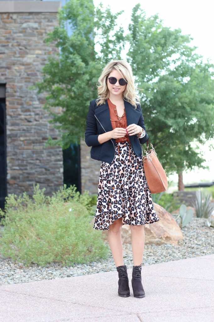 fashion - fall fashion - black and brown outfit - leopard skirt