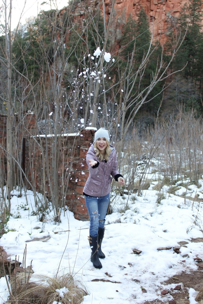 winter jacket - winter style - snow outfit - travel - sedona