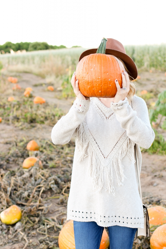 Fringe sweater - fall outfit - brown hat - pumpkin picking outfit