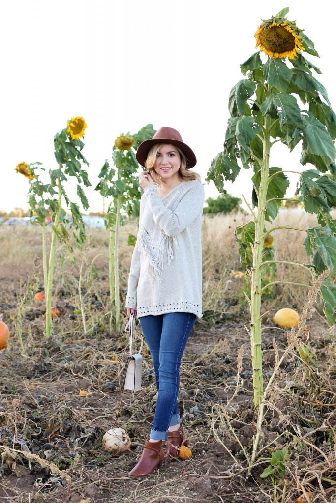 fall sweater - fall style - fringe sweater - what to wear for picking pumpkins