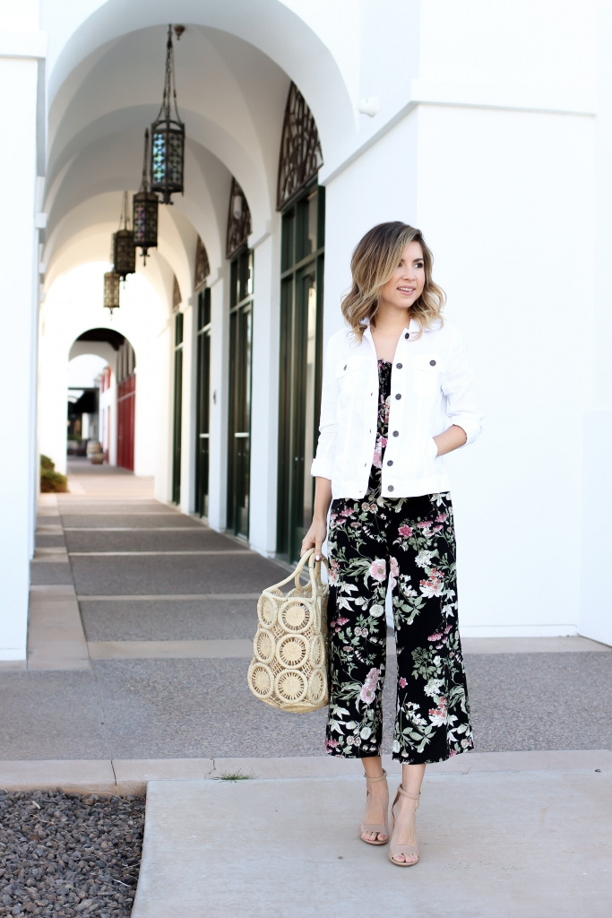 Simply Sutter - Spring outfit - spring jumpsuit - white denim jacket - floral Jumpsuit