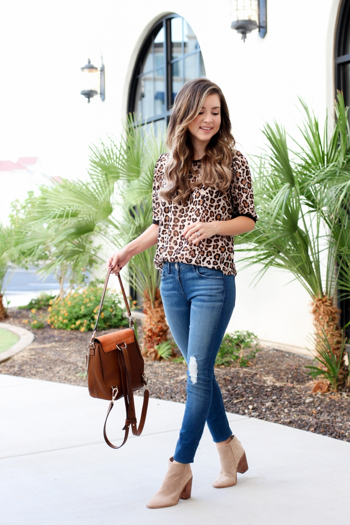 how to wear the leopard trend - affordable leopard top - casual leopard outfit for fall - best casual outfits