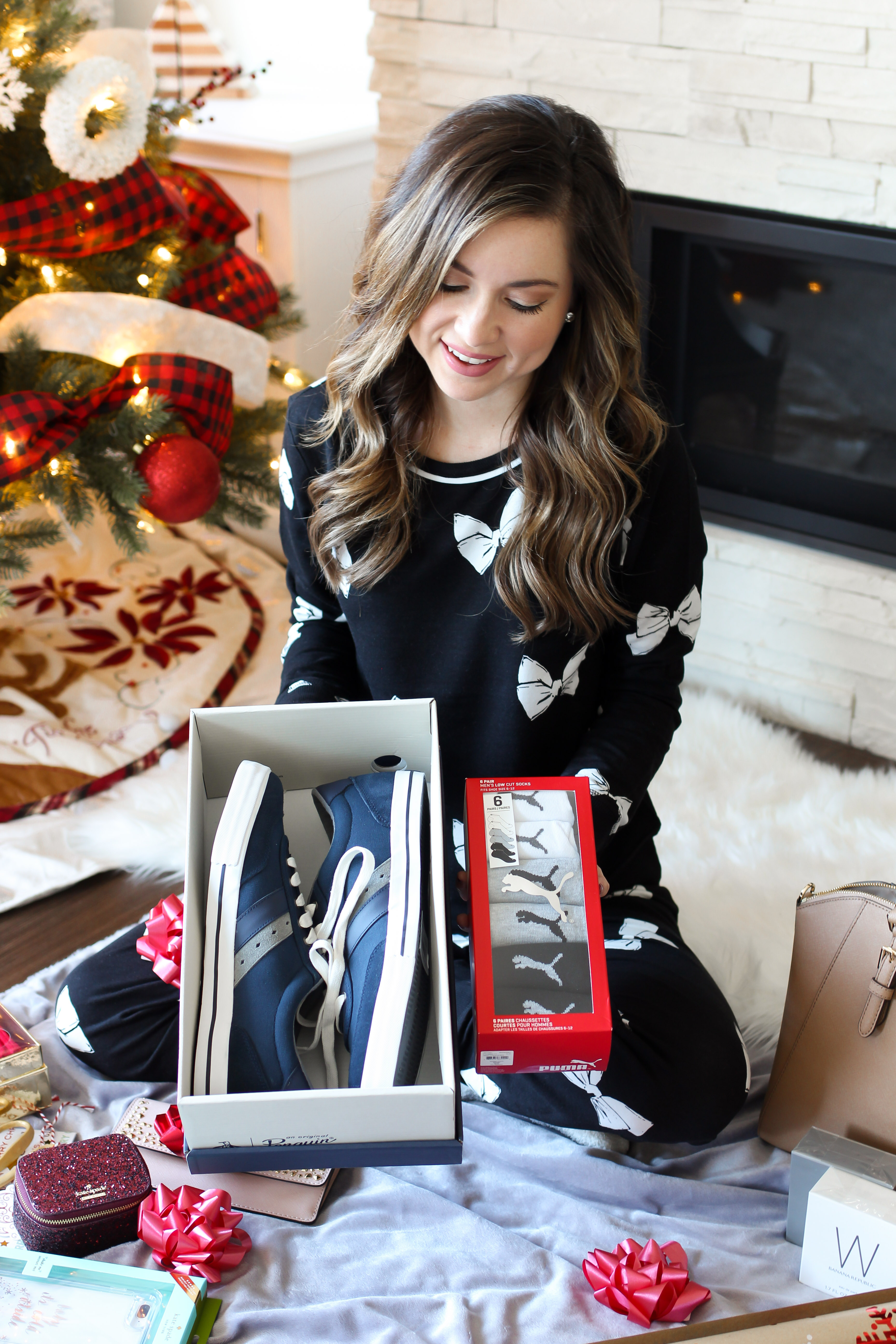 fashion blogger monic sutter shares the ultimate holiday gift guide with phoenix premium outlets