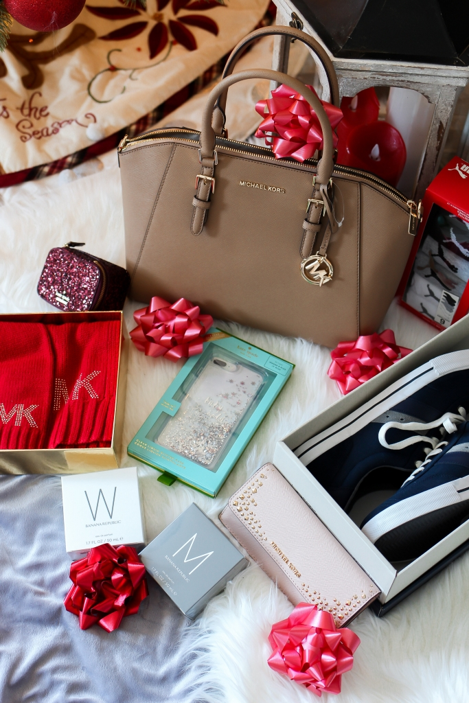 fashion blogger sharing holiday gift times from kate spade