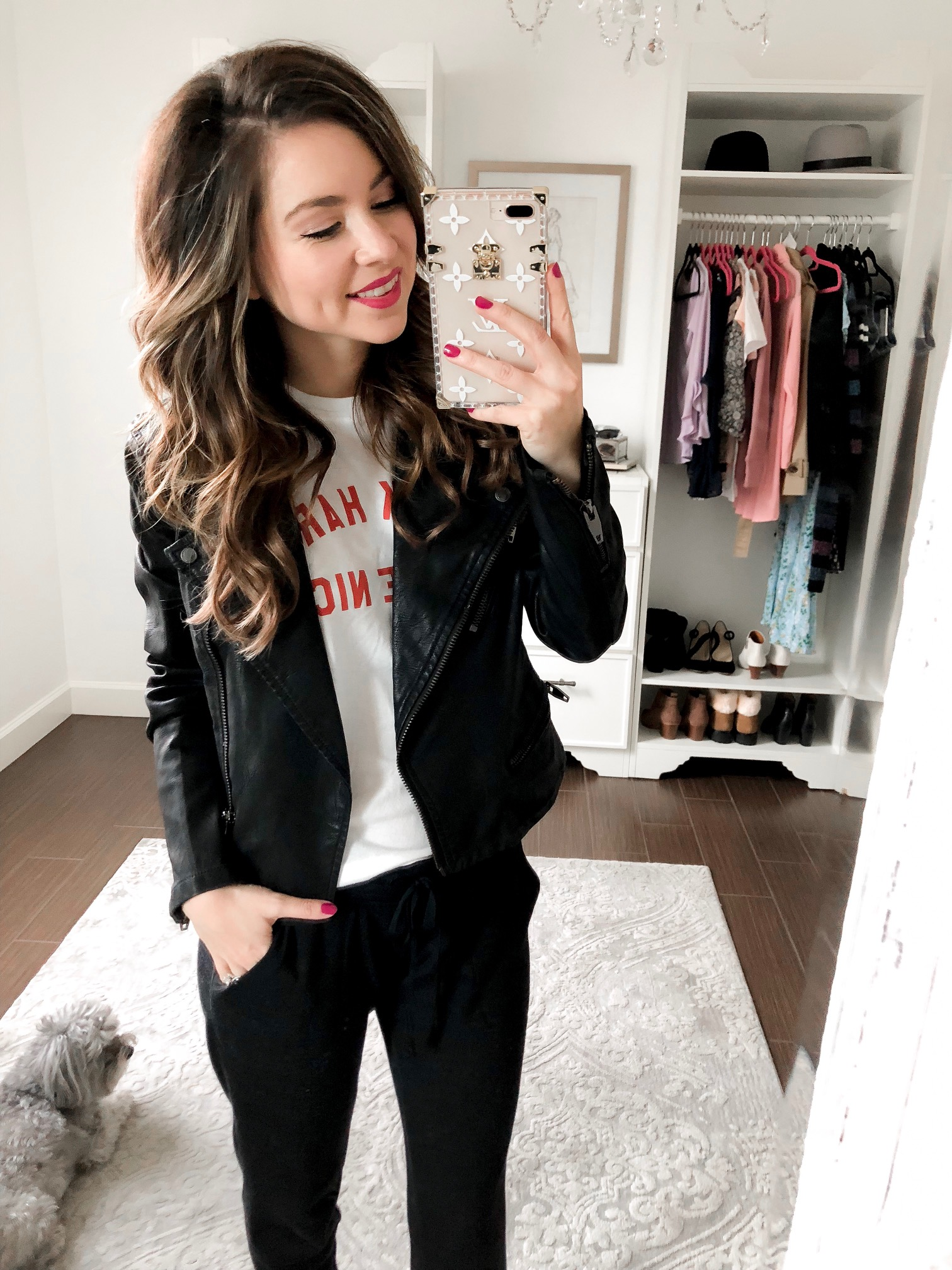 3 outfits to wear with black joggers for women